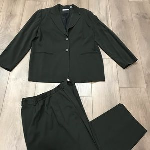 Kate Hill Women's Suit Size 16W